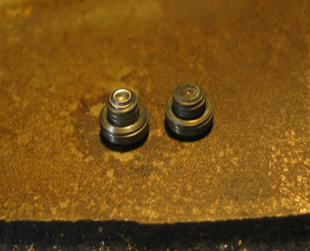 Set screw and insert on left, mashed version on right.